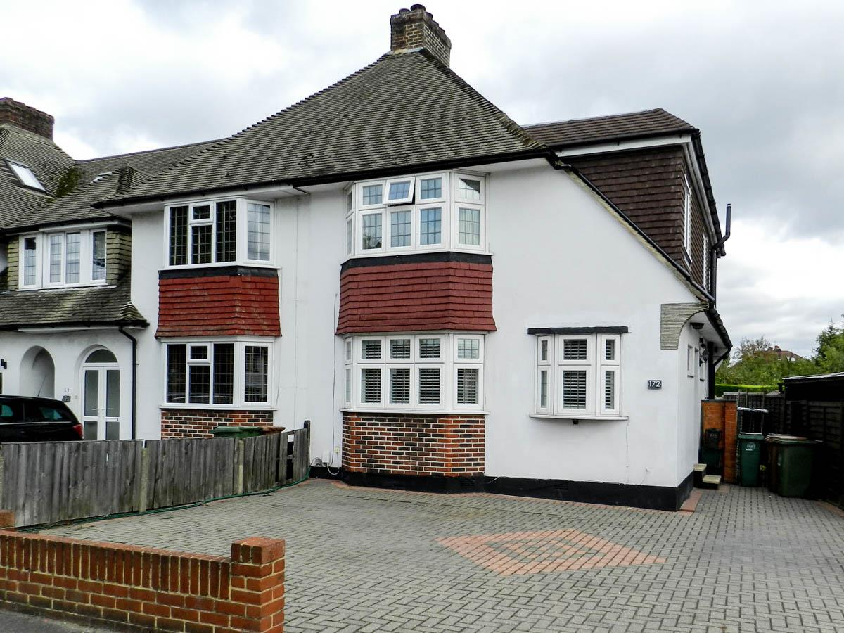 3 Bedrooms Semi Detached House for sale in Cheam Common Road, Worcester Park
